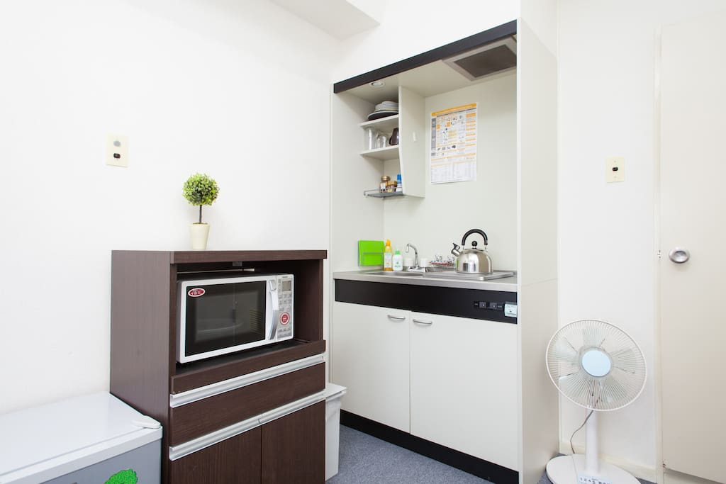 Fridge and Microwave provided!