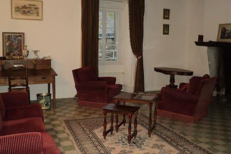 Maison XVIIe 1er etage - Wohnung