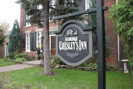 Chesley's Inn - The French Room  - - Bed & Breakfast