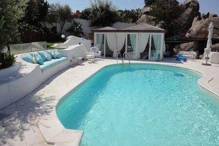 Ville in Affitto per le Vacanze a Punta Sardegna - Airbnb