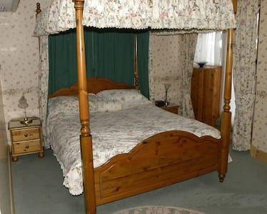 Old Stables Award winning B&B 19th c Farm Steading - Bed & Breakfast