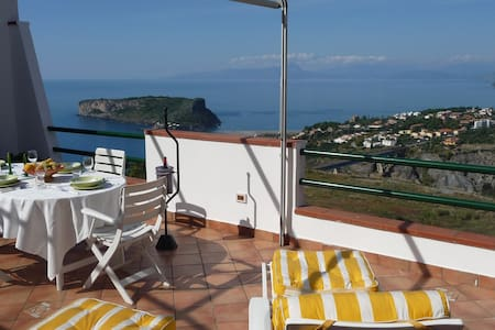 upscale and private with great view - Leilighet