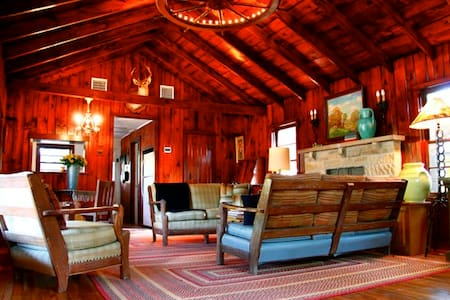 SECLUDED WESTERN RANCH HOUSE 2B 2B - Bandera