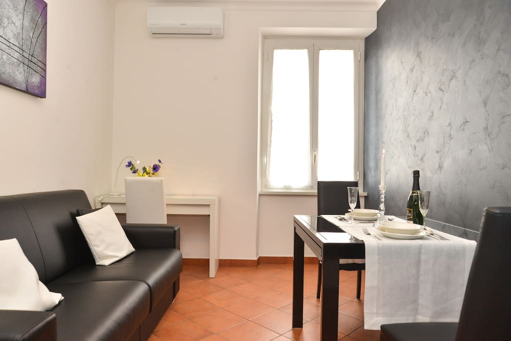 DINING ROOM - WITH TV SAT - AIR CONDITIONING - WORKSTATION  WIFI