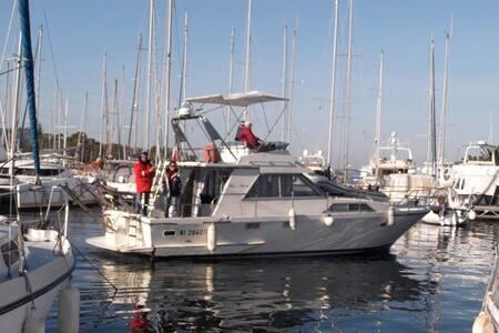 LOC. NAVIRE  A QUAI A PORQUEROLLES - Boat