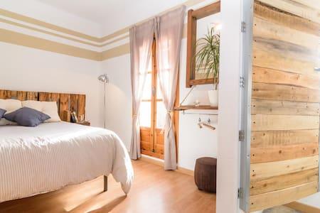 BED IN GRANADA (Nigüelas) - Haus