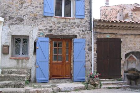 Maison confortable au coeur d'un très beau village - House
