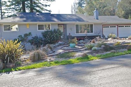 Leland Street,  Sebastopol, CA - Sebastopol - Casa