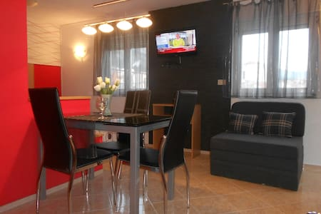 Family apartments- studio 2+1 center - Makarska - Apartamento