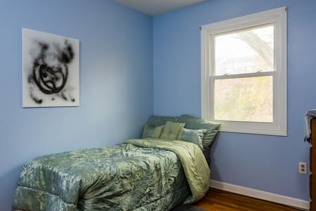 Cozy Blue Room near State Capitol - Albany - Casa