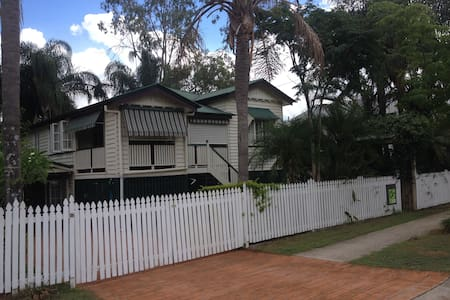 Fully Furnished Granny Flat  - Yeronga - Haus