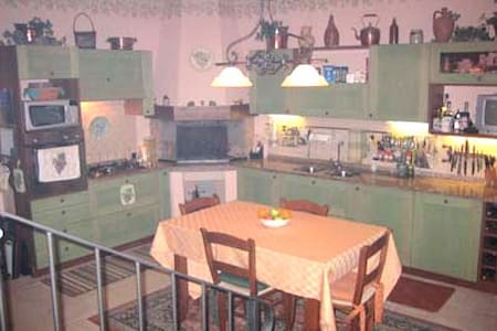 2 BR, 3 Bath House in Umbria Italy - Hus