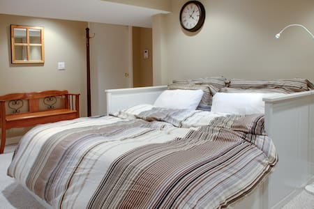Private Studio Suite Furnished for4 - Vancouver - House