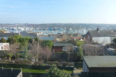 Character Town House, ideal for Cowes Week, - Townhouse