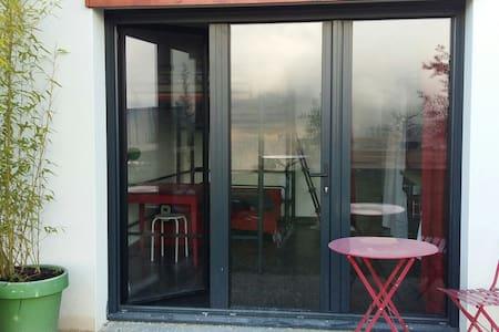 Studio en rouge et noir - Saint-Martin-d'Uriage
