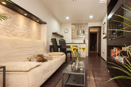 Excellent Location - Modern Apartment with Balcony - Appartement