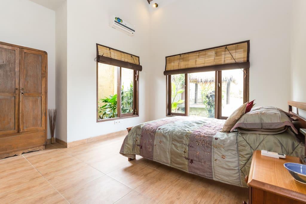 Cozy Room In My Private Villa