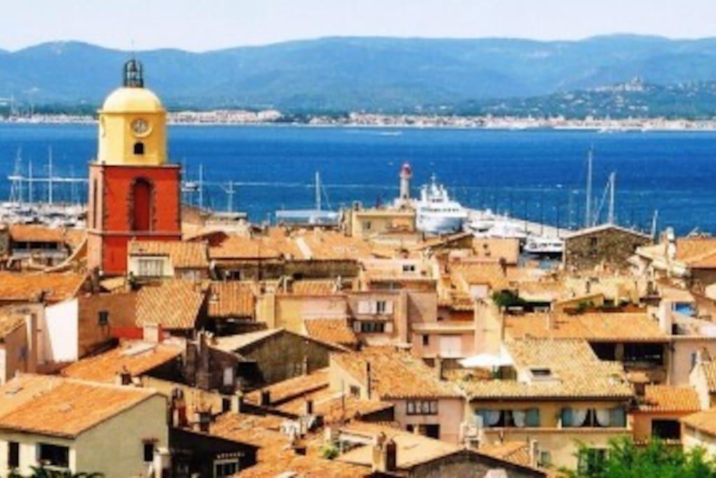 Saint-Tropez, ville mythique a 20min en voiture et 15 min en bateau navette