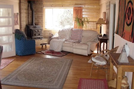 Sunroom queen (& twin)  w/ offstreet parking - Silver City - House