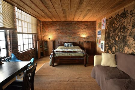 Private Room in huge Downtown Loft - Loft-asunto