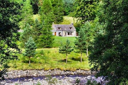 Idyllic highland escape - Tomintoul - House