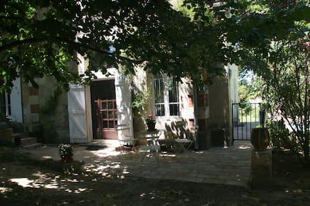 Gîte de charme piscine proche NIMES - Générac
