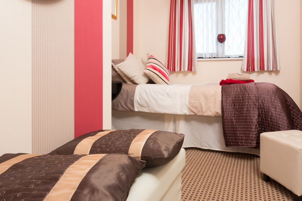 cosy warm single room available