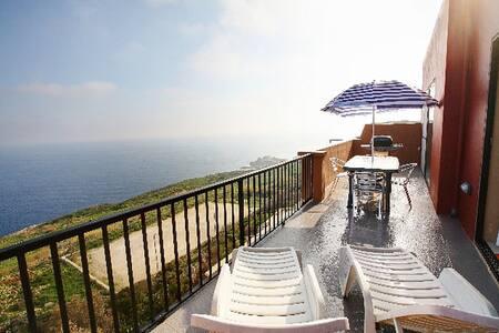 SEA VIEW all Around - Huge Balcony - Żebbuġ
