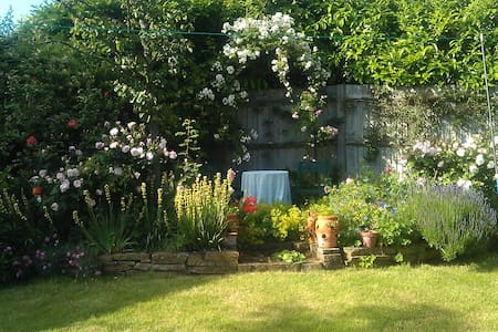 Bright, Sunny, Ensuite Double room - Uckfield - Bed & Breakfast