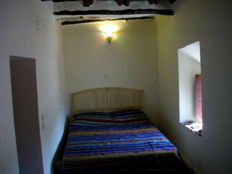 chambre avec salle de bain, donnant sur le patio, chauffage