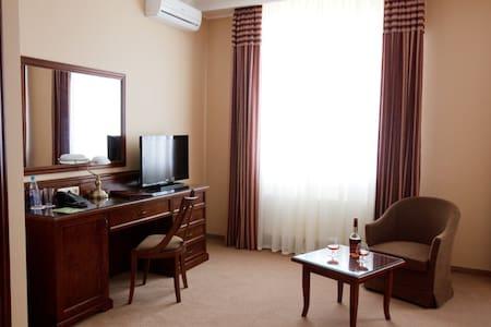 Luxury standard room. Free Wi-Fi. - Szoba reggelivel