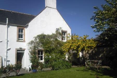 Large Twin Room - Historic Town - Tain - Bed & Breakfast