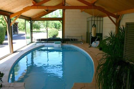 B&B avec piscine 28° couverte. - Bed & Breakfast