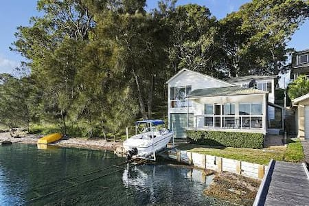 Watersedge on Lake Macquarie - House
