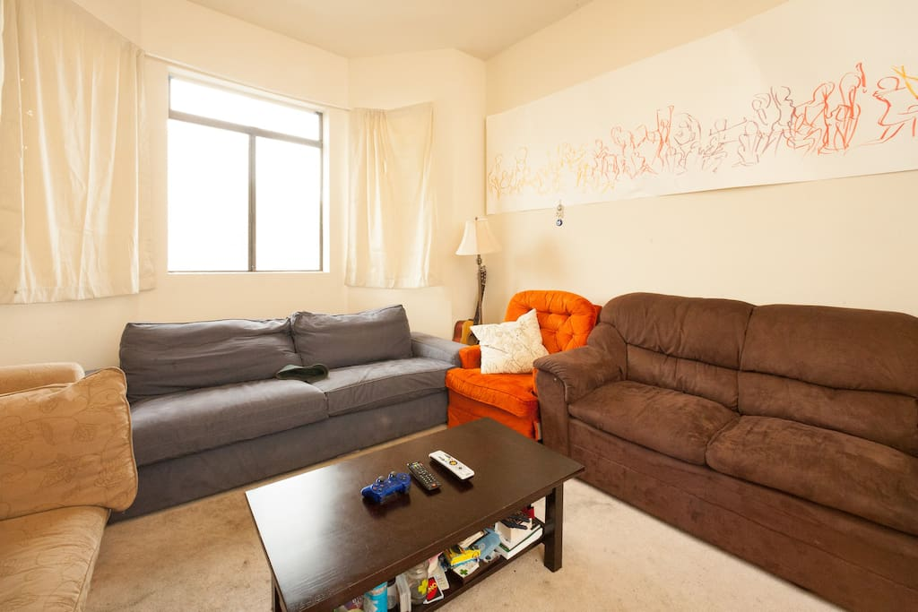 1BR overlooking Mission Street