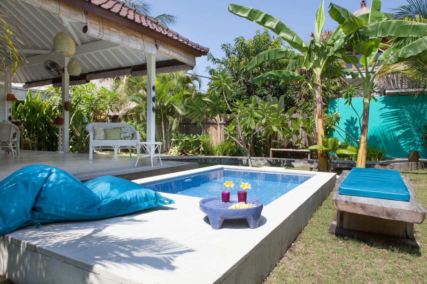 Villa only for 2, Seminyak center, 5 mm to the beach