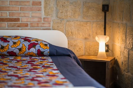 Magma Home | Rooms & Roof - Bed & Breakfast