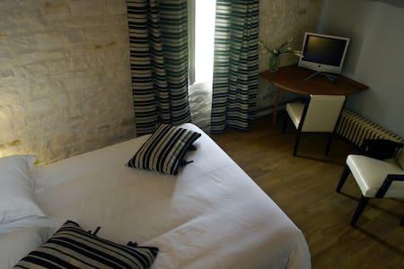 La Rochelle Lodge chambreNoir&Blanc - Sainte-Soulle - Bed & Breakfast