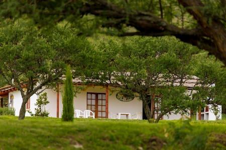 Casita  de campo alegre - San Antonio de Arredondo