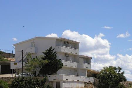 Apartments Bingula, Ap. Novalja A2 - Metajna - Leilighet