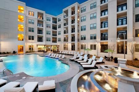 Luxury Buckhead Apartment!!