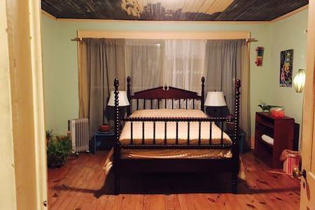 Garden View Room at Orange Twin! - Athény - Dům