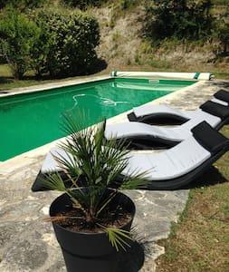 Gite 4 personnes, piscine privée - Huis