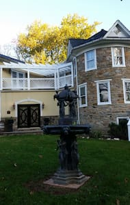 Stone Manor Vineyard & Orchard B&B - Lovettsville - Bed & Breakfast