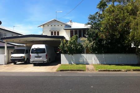 Aircon room in house at Parramatta Park + Wifi - Parramatta Park - Rumah