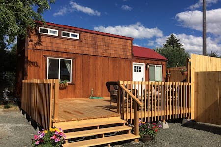 Dixie Creek Bungalow, a new not so Tiny, Tiny Home - Prairie City - House