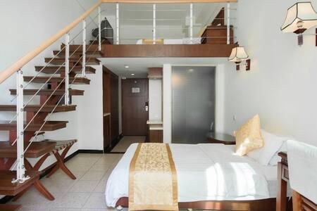 三亚湾阳光海岛海边度假公寓+416阁楼复式家庭房(3人间)1晚(离海近+生活交通方便) - Sanya