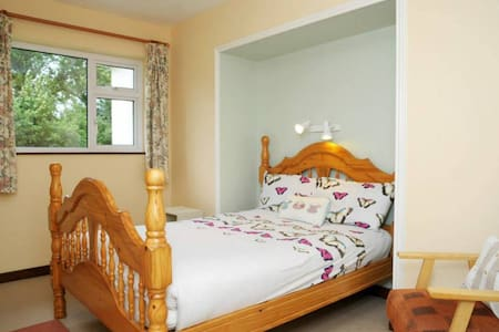 Double Room En-suite at Dunloe View - House