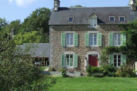 Le Clos du Val - Chambre d'hôtes La Joigne - Quibou - Oda + Kahvaltı