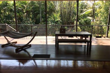 Quiet inner-city nature retreat! - Haus